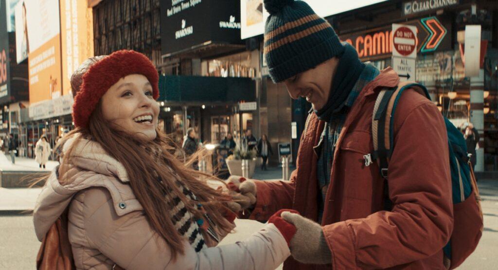 Larissa Manoela e Bruno Montaleone em sequência do longa filmada em Nova York: romance com reviravoltas